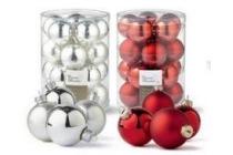 kerstballen wit en rood