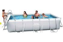 zwembad met veiligheidsladder