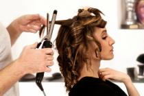 vrouw bij kapper