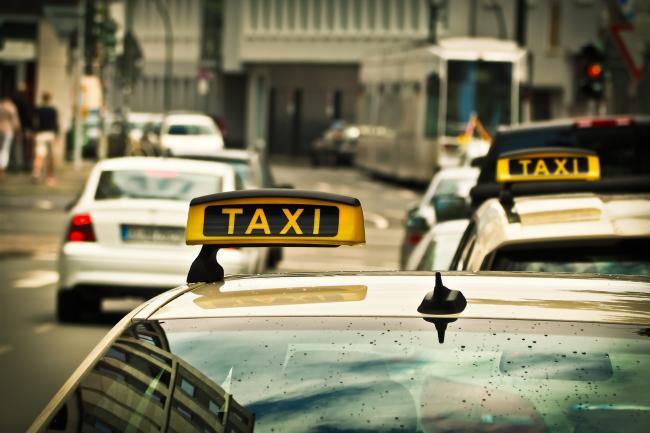 Taxibedrijven kunnen grote vraag niet aan