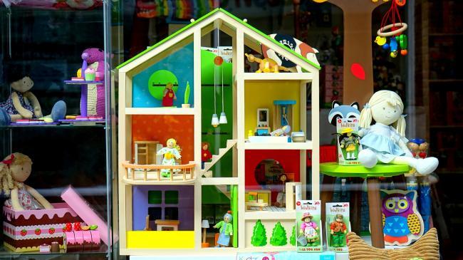 Speelgoedwinkels over het algemeen goed bereikbaar