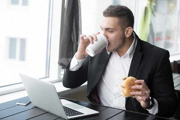Uw bedrijf opzetten naast een fulltime baan: dat doet u zo!