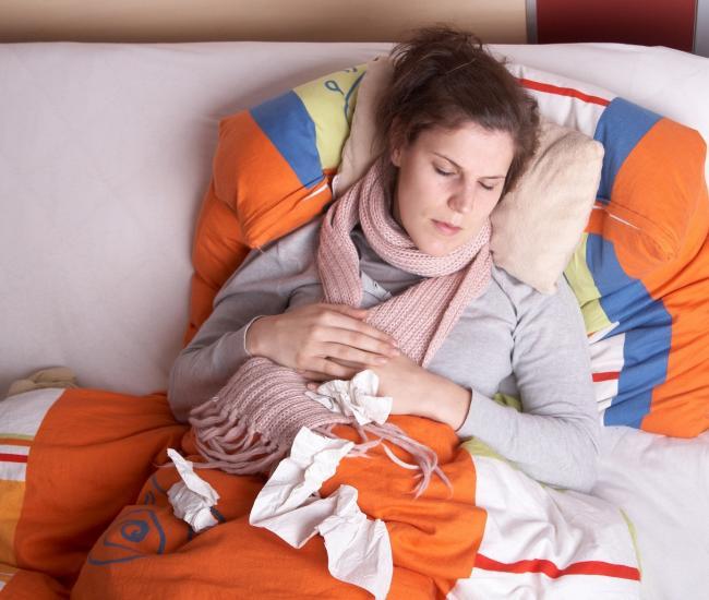Vrouwen vaker niet aanwezig op werk door ziekte dan mannen