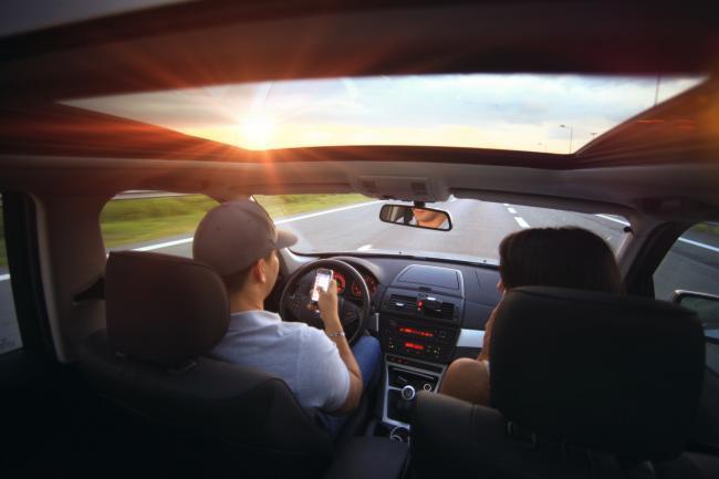 Hardere straffen voor smartphonegebruik tijdens het rijden
