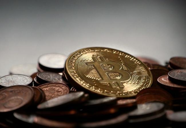 OM huiverig voor witwaspraktijen met bitcoin-pinautomaten
