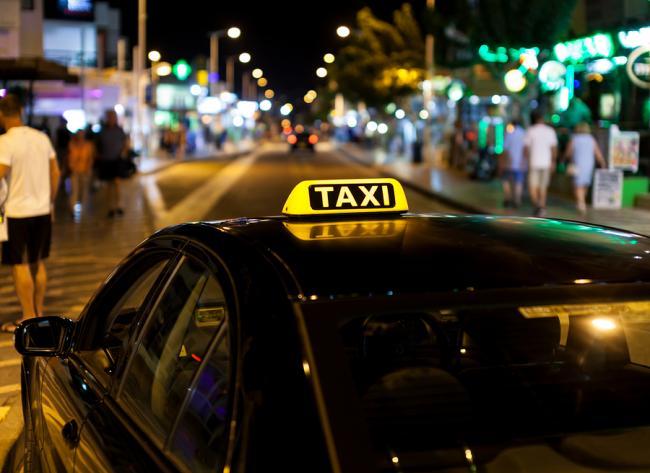Taxi's geroemd om service, maar relatief veel klachten over te laat komen