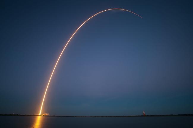 Eerste raket van SpaceX met hergebruikte NASA-onderdelen bereikt ISS