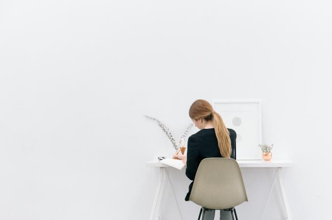 Helft van de werknemers in Nederland heeft klachten door een verkeerde werkhouding