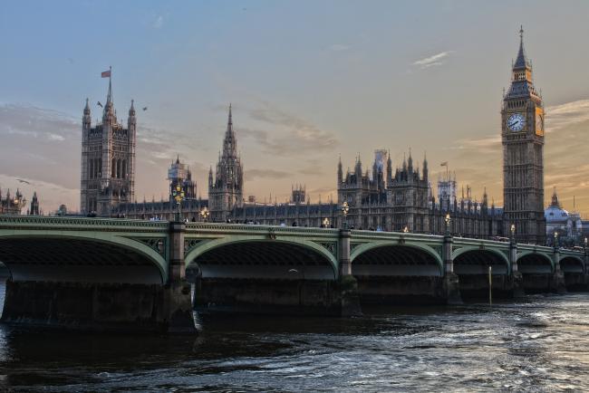 VK wil online extremisme bestrijden met nieuwe belastingmaatregelen