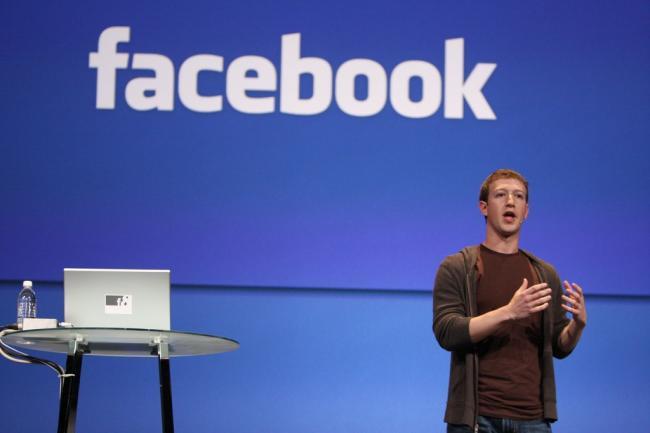 Facebook baas Mark Zuckerberg belooft fouten op te lossen in 2018