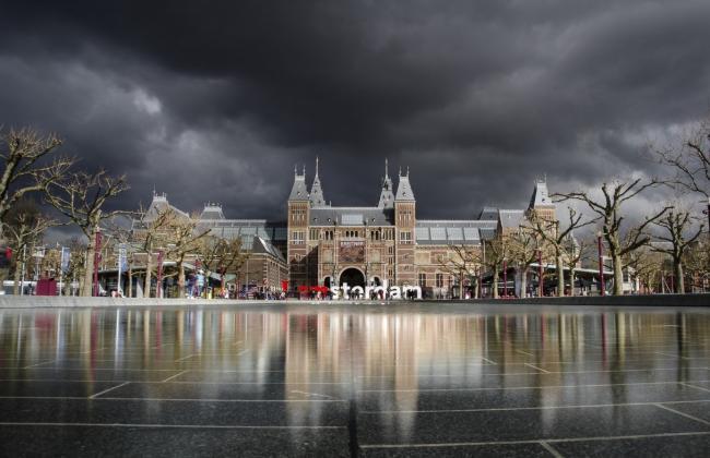 Zoeken naar personen, Booking.com en Western Union vaakst gezocht in Amsterdam
