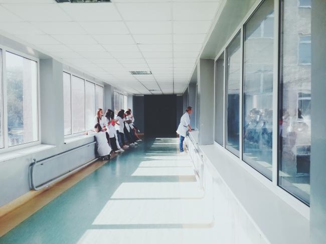 Zorgsector betaald enorm veel door oplopend ziekteverzuim.