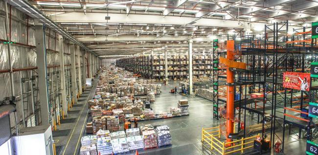 Zalando opent mogelijk een distributiecentrum in Nederland