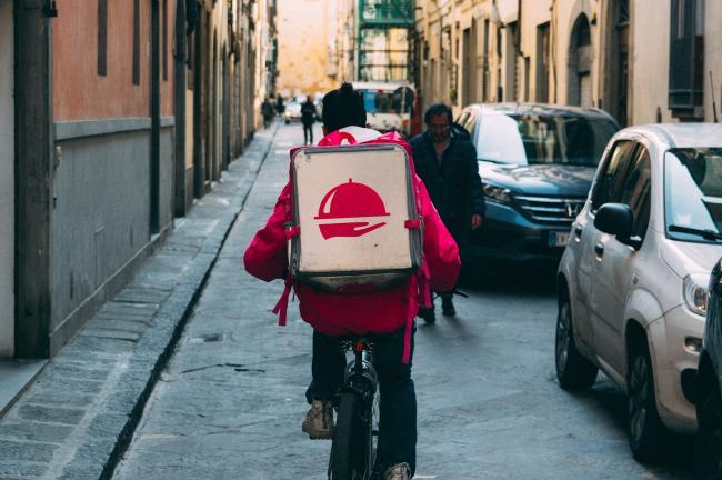 Coolblue zet fietskoeriers in bij het bezorgen van pakketjes