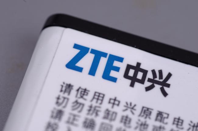 De Amerikaanse president verleent gratie aan de het Chinese telecombedrijf ZTE.