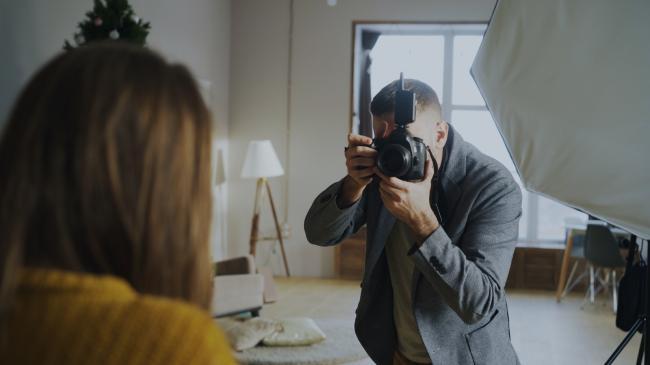 Evenementenorganistor bedenkt een creatieve manier om fotos te mogen publiceren