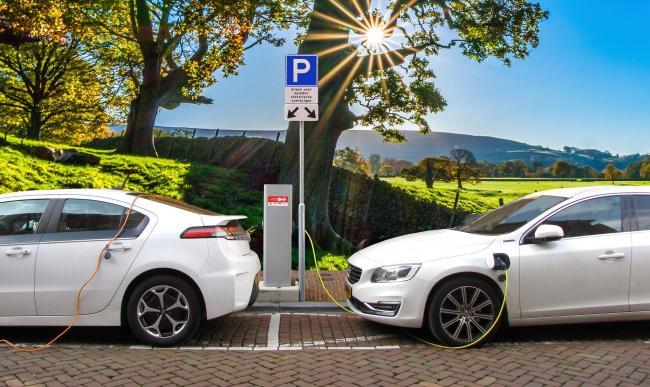 Elektrische auto de toekomst? Overheid neemt nog geen initiatief