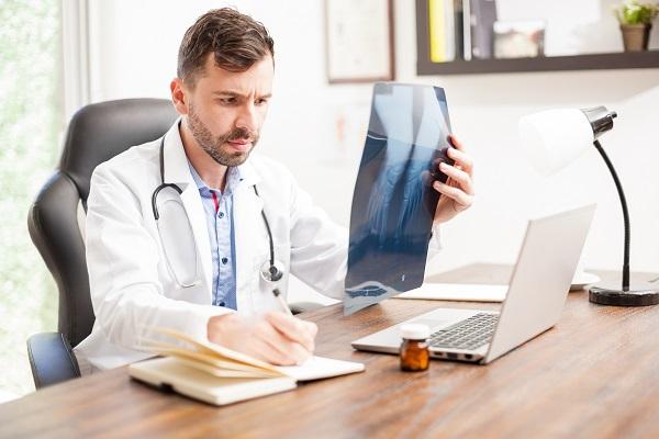 30% van de orthopeden krijgt klachten over slechte telefonische bereikbaarheid