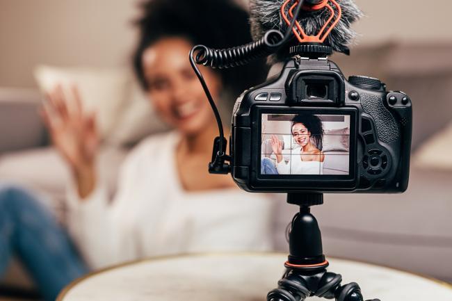 Vlogger en influencermarketing: nieuwe wetgeving