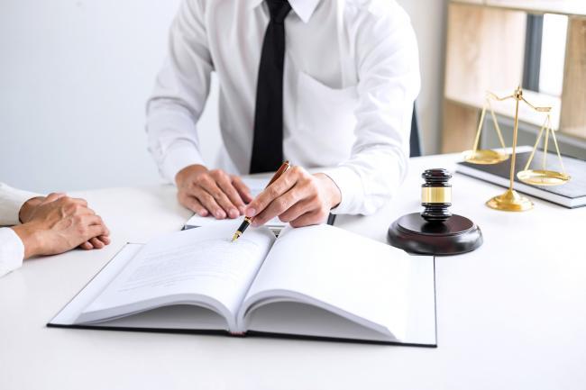 Advocaten krijgen volgens reviews op Telefoonboek.nl gemiddeld een 6,9