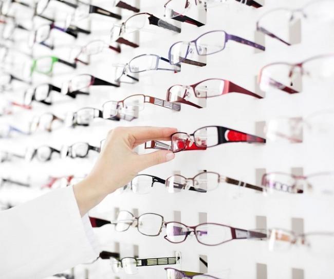 Websites van opticiens vragen je een extra bril op te doen: de gebruiks(on)vrien