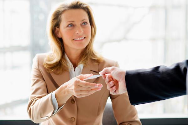 Een onvergetelijke eerste indruk: vijf tips voor een professioneel visitekaartje