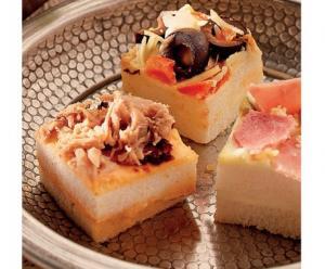 1bite mini sandwiches of roggehapjes met zalm