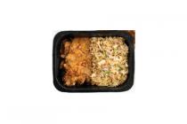 maaltijd nasi goreng met kipsate