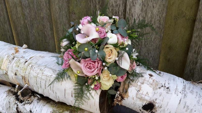 Bruidsarrangement in verschillende soorten bv. biedemeier,druppel,modern en wal
