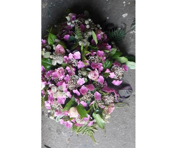 Rouw of autoarrangement kleur, bloemen, prijs in overleg .