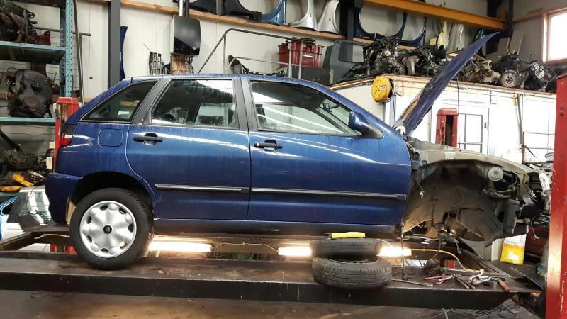 auto`s met lichte schade opknappen apk en voor de verkoop