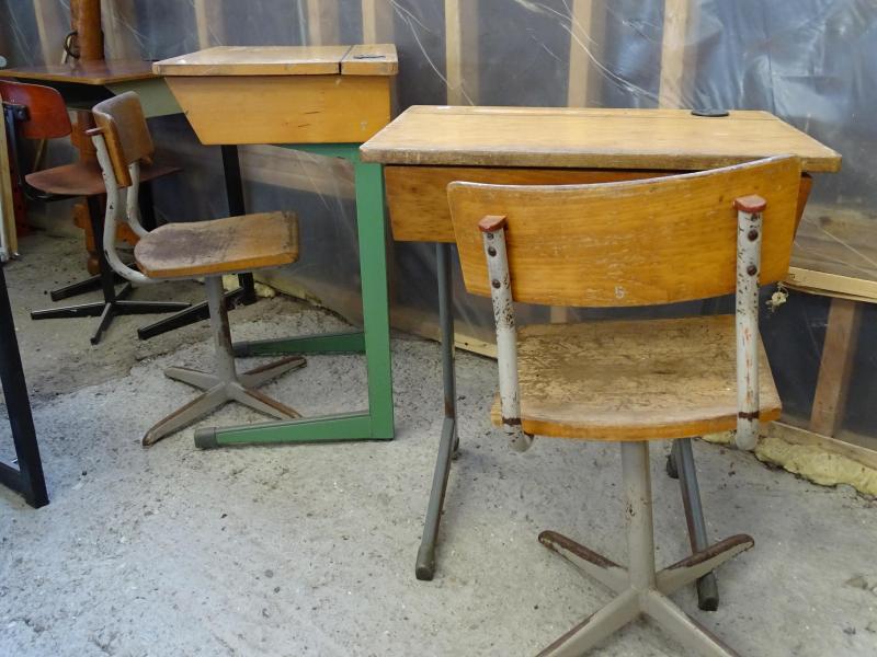 Oude schoolbankjes