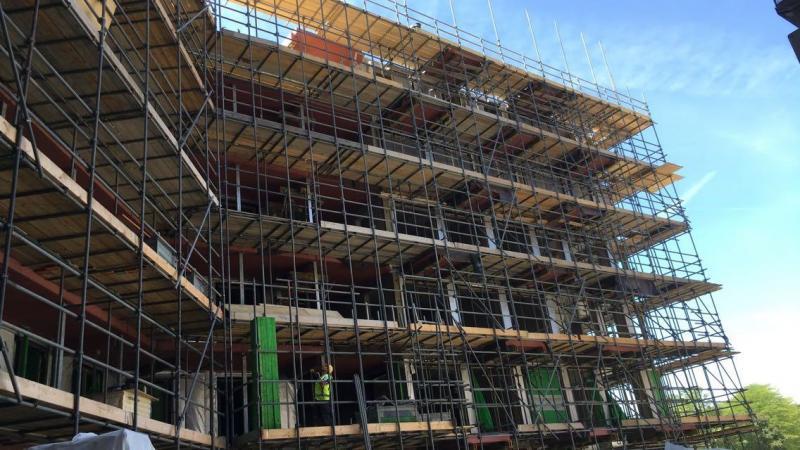 Steiger project in Amsterdam van BAM steiger met gesprongen balkons
