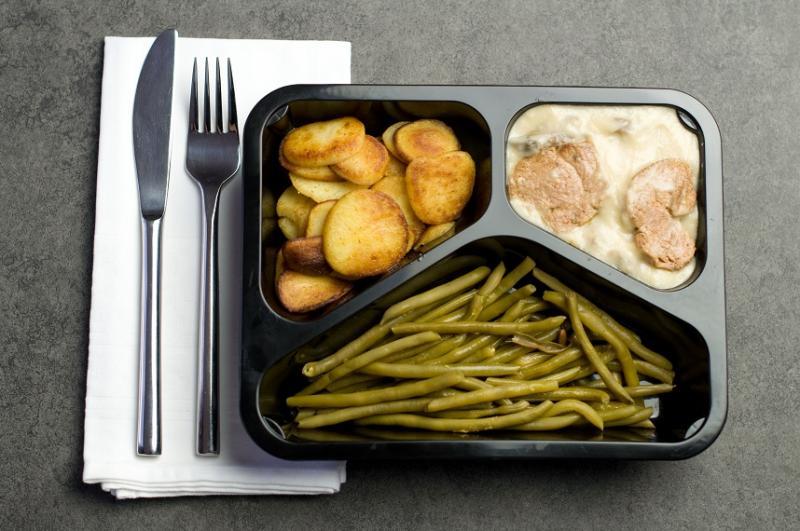 Maaltijd geb. aardappel, boontjes, en varkenshaas in champignonsaus