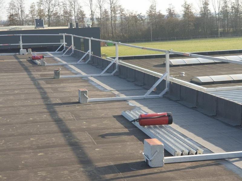 Vliegschool in Lelystad  1ste baan overlagen + nieuwe randafwerking