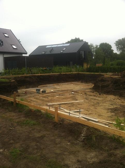 Een bouwput uitgraven voor een opdrachtgever; ook kennis van ons vak