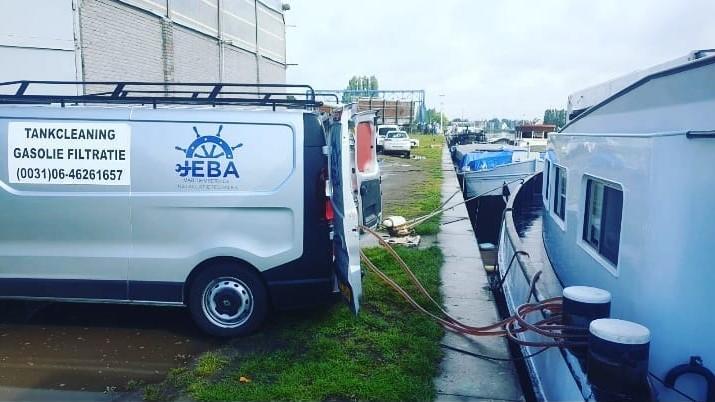 """2 tanks reinigen in Antwerpen op de """"Marita"""""""