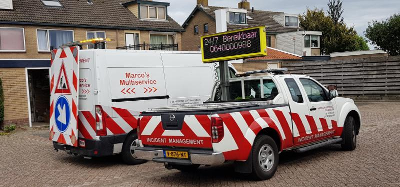 Opel Movano Met CROW gekeurd aktieframe en Nissan Navara voor snelle calamiteite