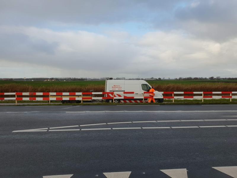 bouwen tijdelijke afrastering, ter voorkoming van overstekers op provincialeweg