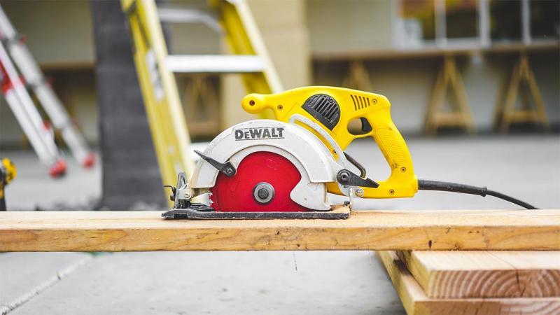 Met precisie omgaan met materialen, daar staan onze medewerkers om bekend.