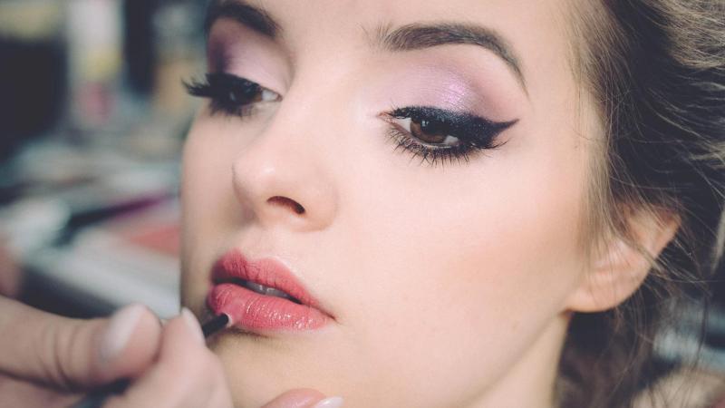 Onze visagiste Nienke verzorgt je make-up voor elke gelegenheid.