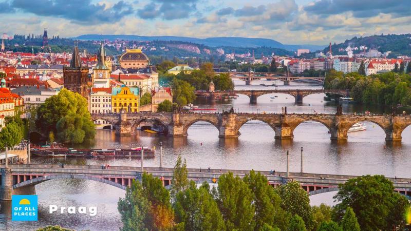 Bewonder de prachtige bruggen in Praag, waaronder deze beroemde Karelsbrug.