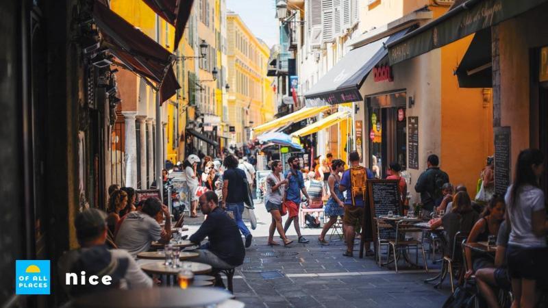 Wandel door de knusse straatjes van Nice en geniet van de stad.