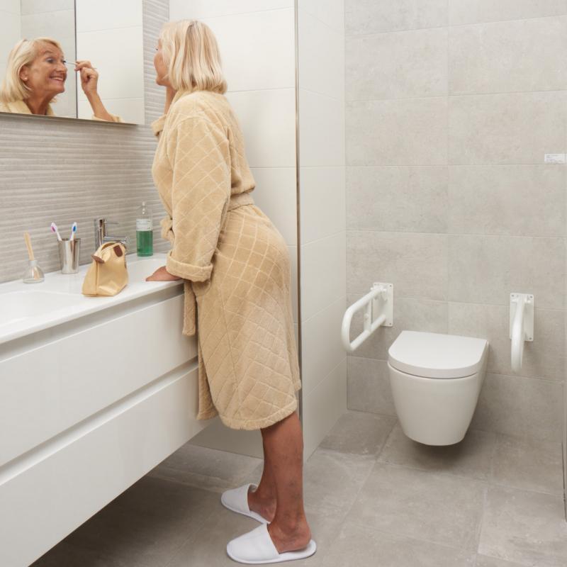 Door twee beugels te laten plaatsen bij het toilet heeft u weer zekerheid.